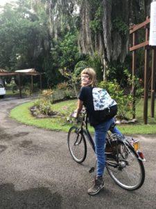 Ellis op de fiets in Brunei